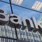 Banky zatím sazby snižovat nebudou