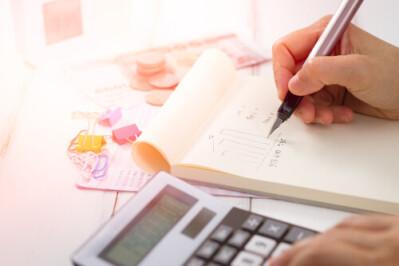 ČIFO aktuality - finanční plán s tužkou v ruce